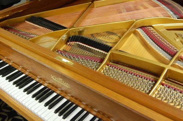 Pianohaus Landt Schimmel Flügel Nußbaum