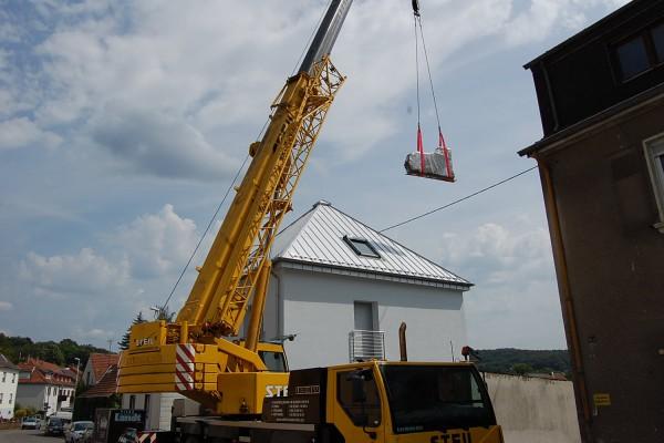 Pianohaus Landt Transport mit Kran