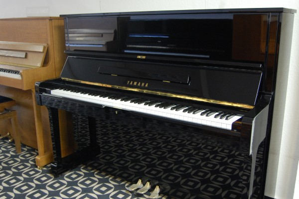 Pianohaus Landt Yamaha U1