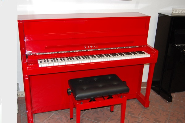Kawai Klavier rot, Piano Landt