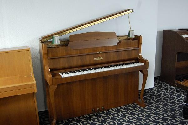 Schimmel Klavier mit Lampen, Piano Landt